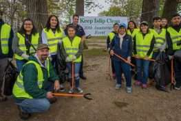 Volunteers Clean Up Brentwood's Ross Park